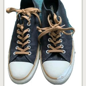 Converse All Star Low Tops Chuck Shoes M  Size 10